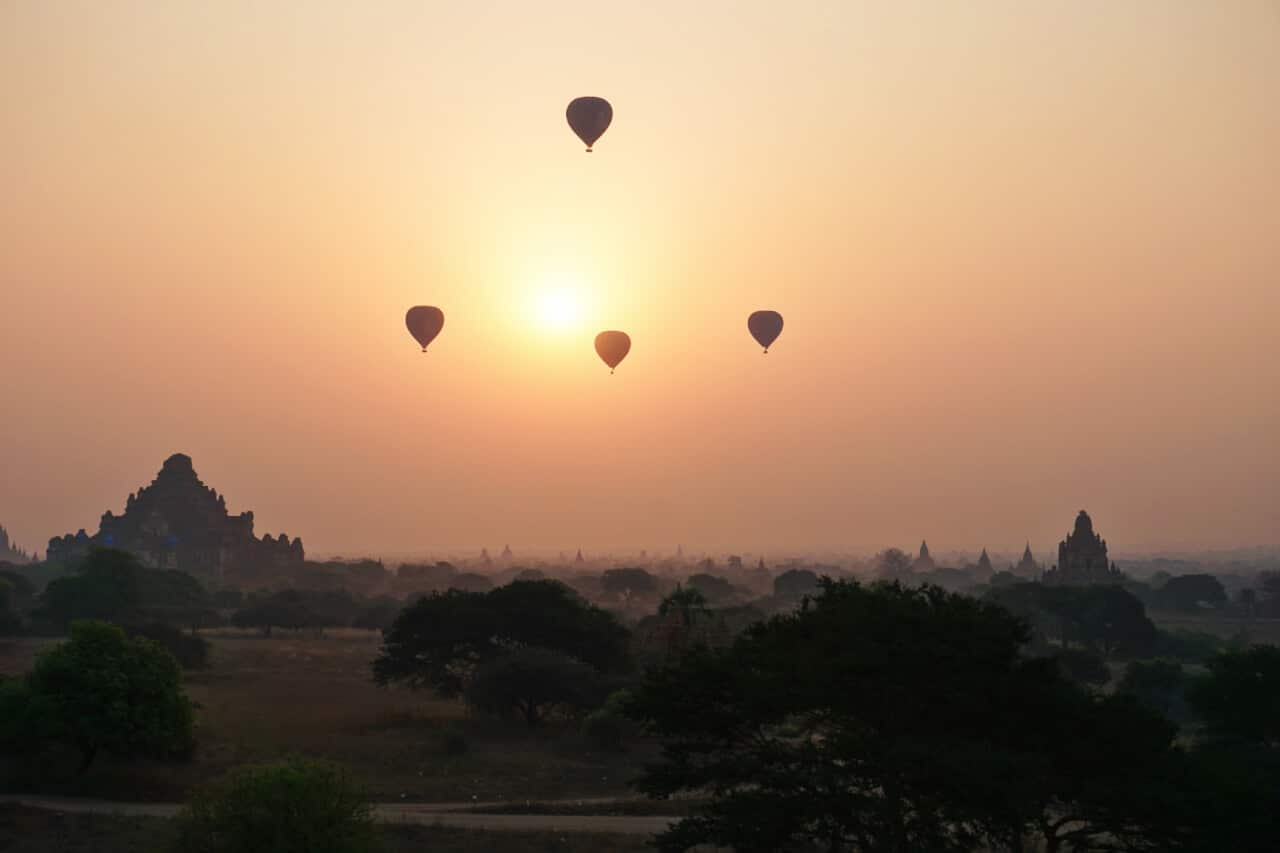 Myamar photos: Balloons over Bagan