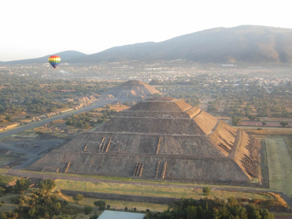 Hot Air Balloon Teotihuacan is One of the Top Things to do in Mexico