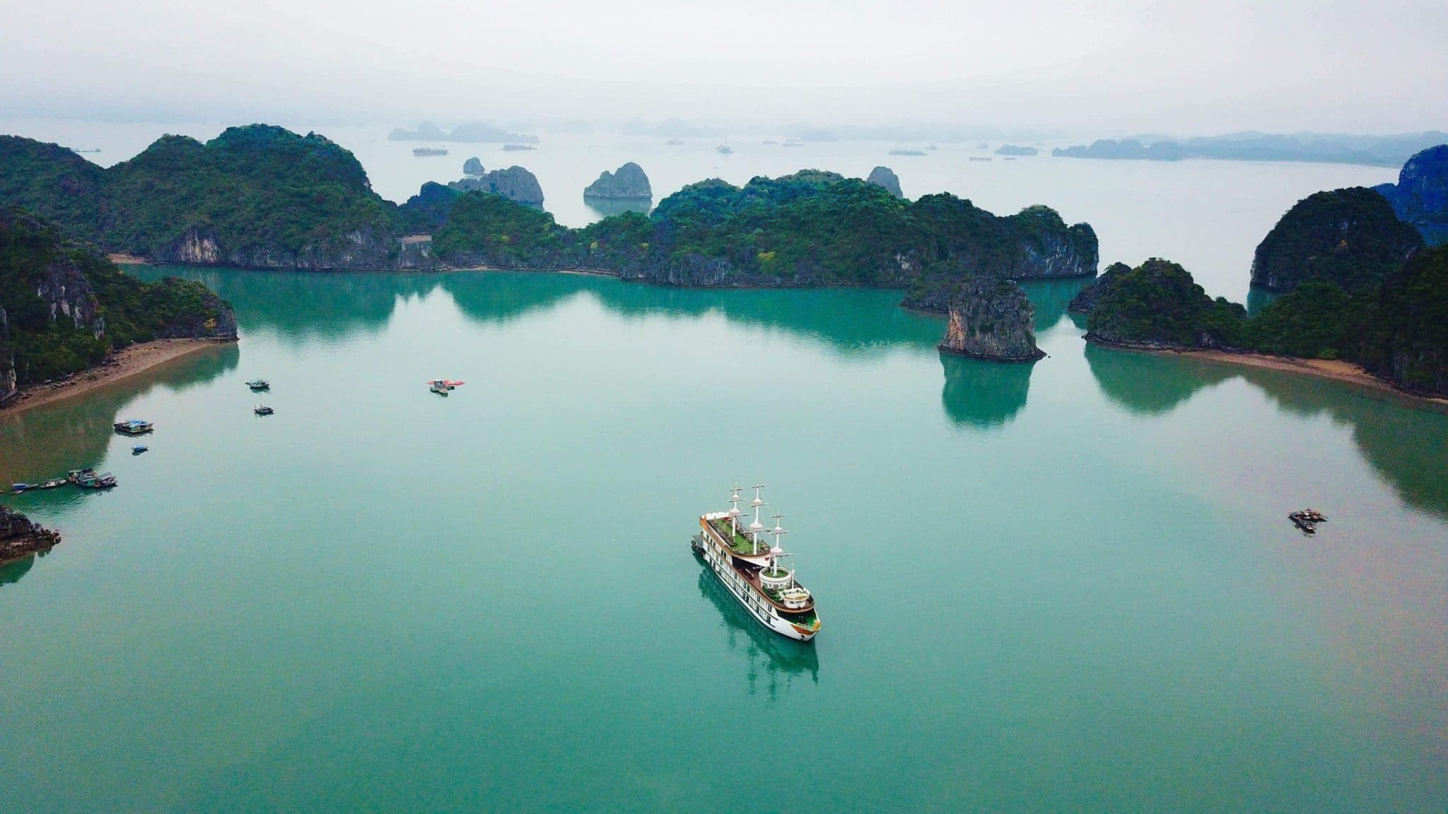 Bai Tu Long Bay Cruises