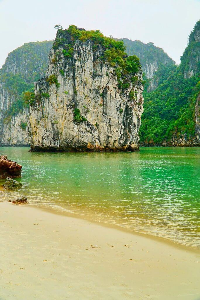 Bai Tu Long Bay islands