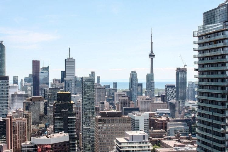 A view of the Toronto, Ontario skyline facing out onto the water with the CN tower