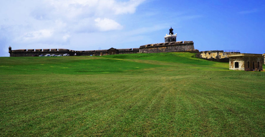 View of a greenfield and El Morro from afar