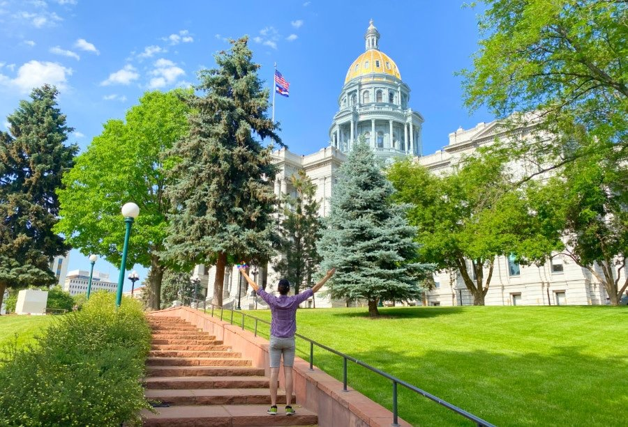 Travel Lemming founder Nate in front of the Colorado State Capitol Building