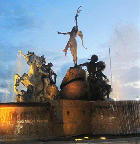 View of different statues in El Paseo de la Princesa