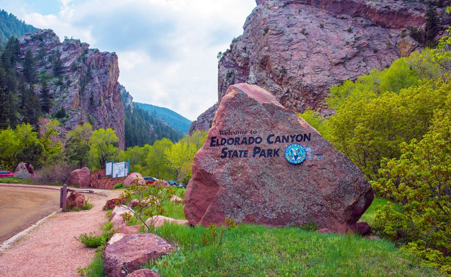 View of the entrance sign in Eldorado Canyon State Park