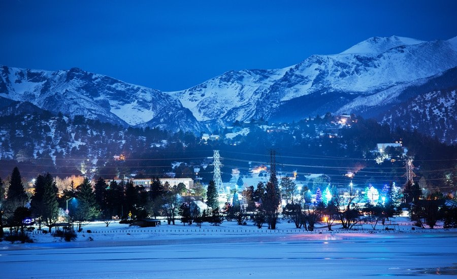 View of Este Park in a winter night