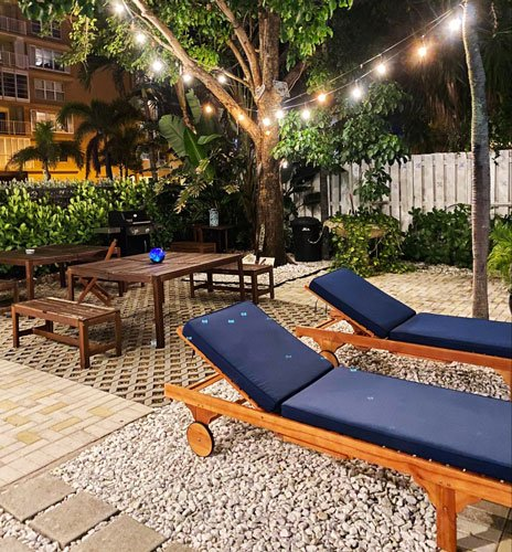 View of the relaxing outdoor in one of the hotels by-the-sea in Fort Lauderdale