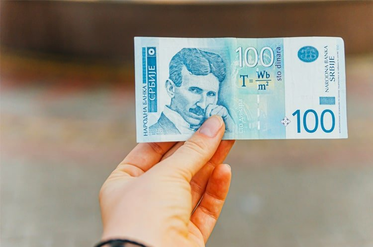 Hand Holding a 100 Serbian Dinar Banknote