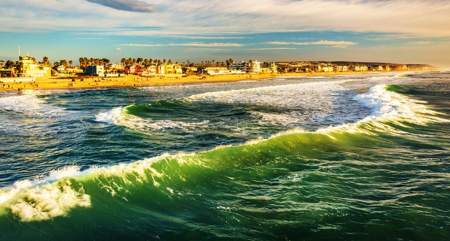 View of small waves in Imperial Beach