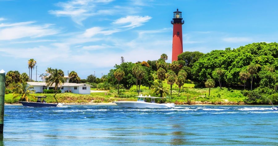 View of the Jupiter Inlet Lighthouse on a sunny day