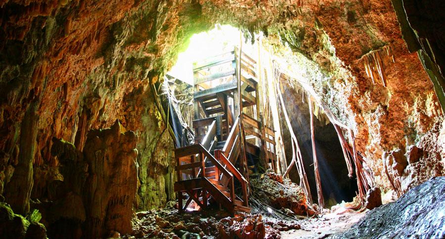 View of the entrance to La Cueva del Viento
