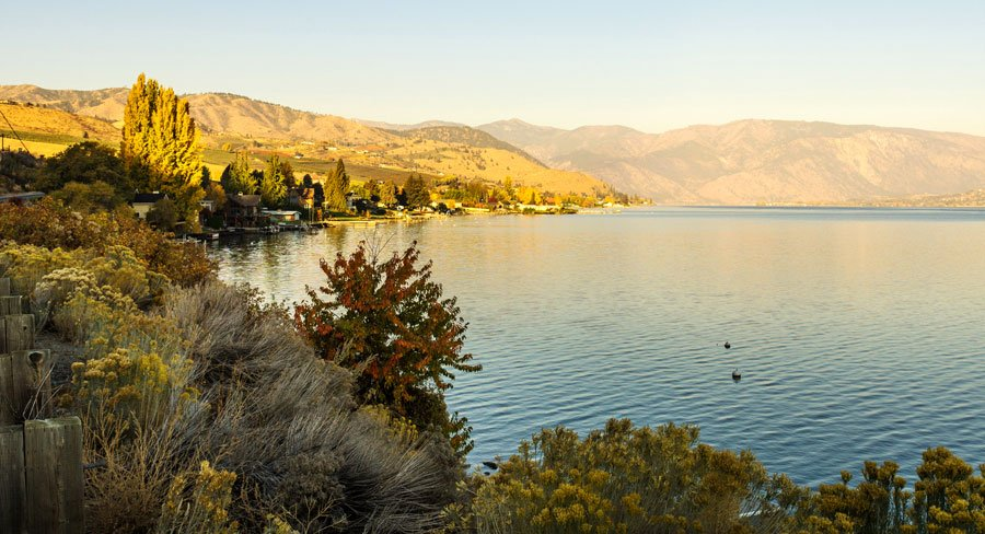View of the chelan lake and the beautiful sunrise