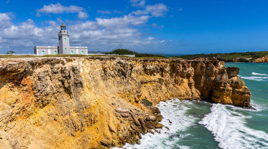 Scenic view of the Los Morillos Lighthouse above the cliff
