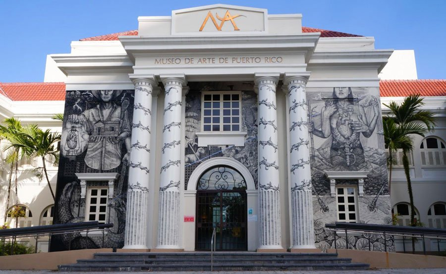 View of the Museo de Arte de Puerto Rico from the outside and its beautiful mural
