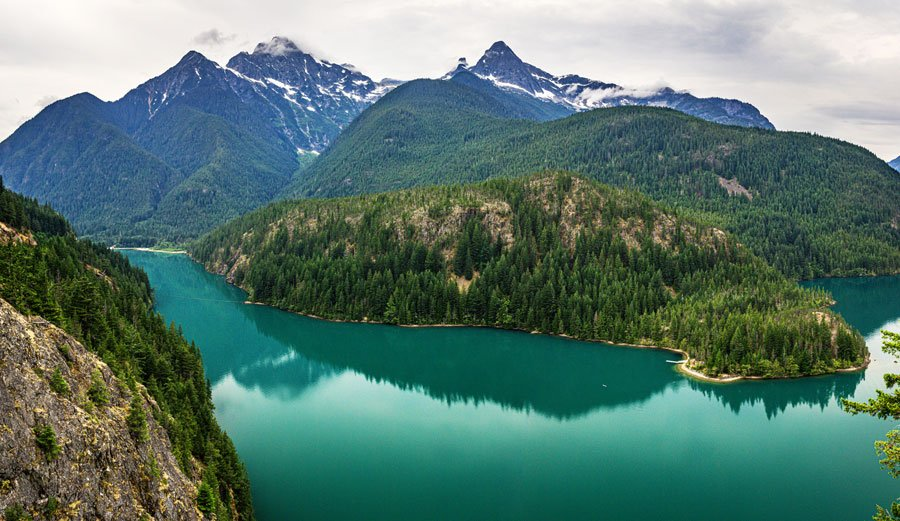 View of the North Cascades National Park and some mountain range around it