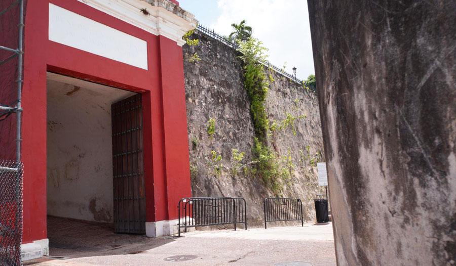View of San Juan gate in Paseo de La Princesa