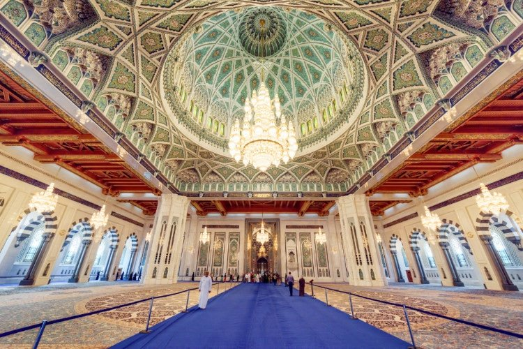 Sultan Qaboos Grand Mosque in Muscat, a Top Place to See in Oman