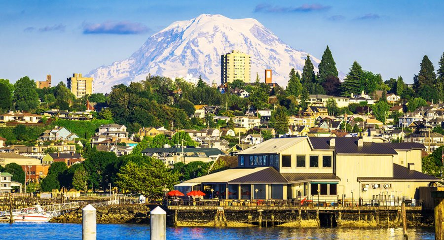 View of Tacoma town and the Mt. Rainier on the backgound