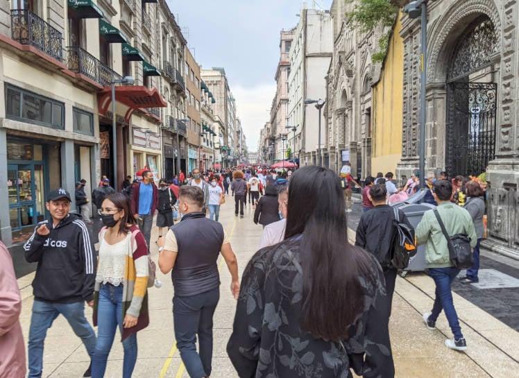 People walking down Avenida 5 de Mayo in Ciudad de Mexico