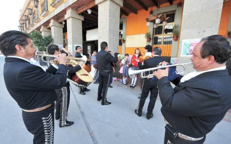 Mariachi bands in Plaza Garibaldi