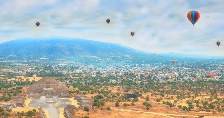 Hot air balloons over the ruins at Teotihuacan