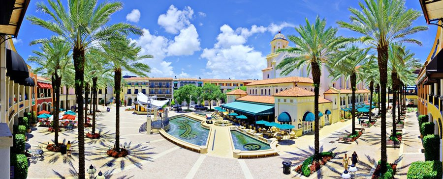 Panoramic view of the West Palm Beach and the clear blue sky