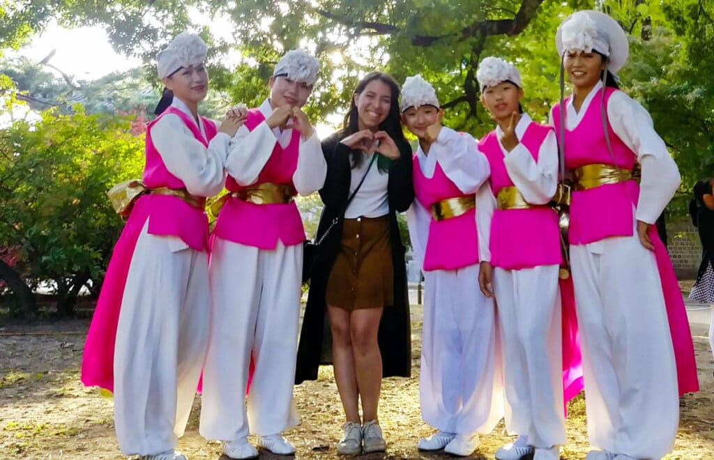 View of the author with South Koreans during her exchange with Worldpackers