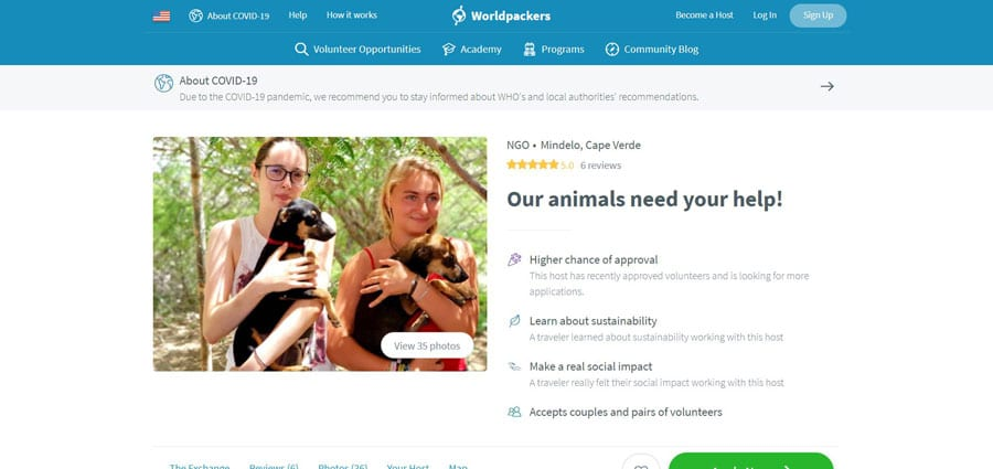 View of two woman holding a dog in Worldpackers website