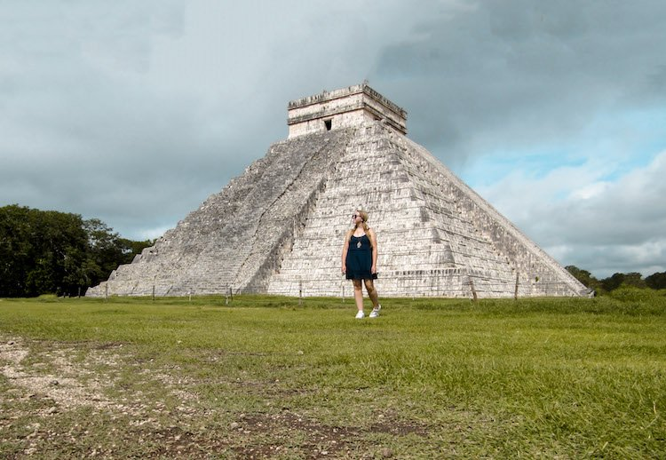 Taylor in front of the main pyramid of Kukulkan in Chichen Itza mexico